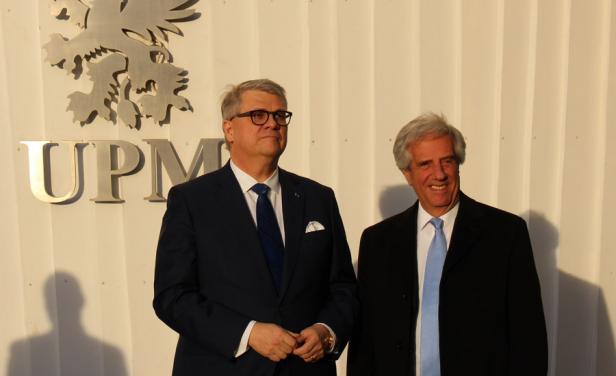 Vázquez en FInlandia con Jussi Pesonen, presidente y CEO de UPM. Foto: P. Fernández, Diario El País.